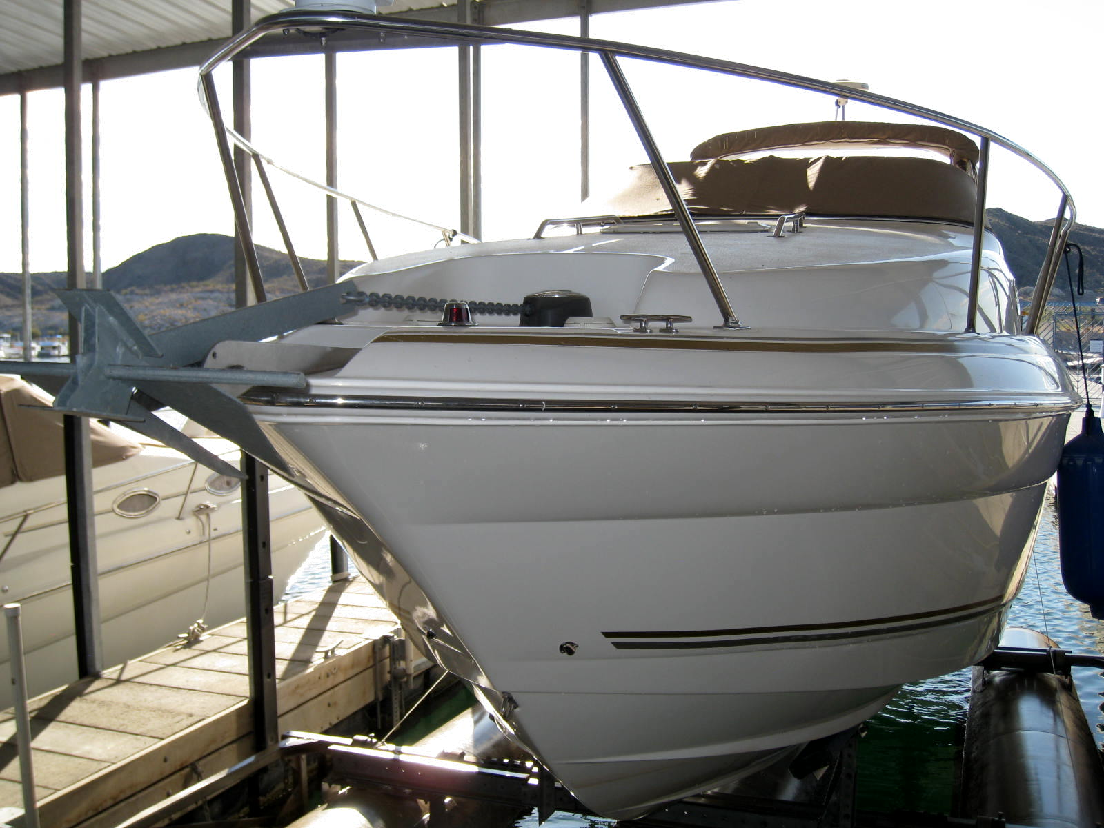 2004 Larson Cabrio 260! Perfect boat to get away from it all!