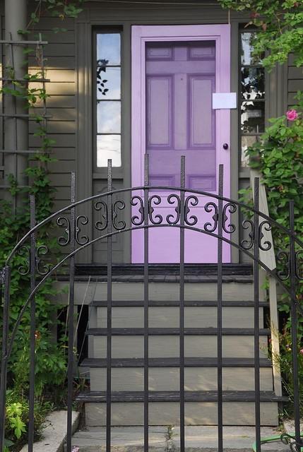 purple front door design 2 ไอเดียแต่งบ้านด้วยประตูบ้านสำหรับคนชอบสีม่วง