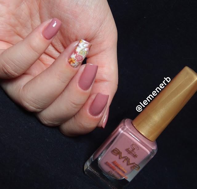 desenho de flores nas unhas