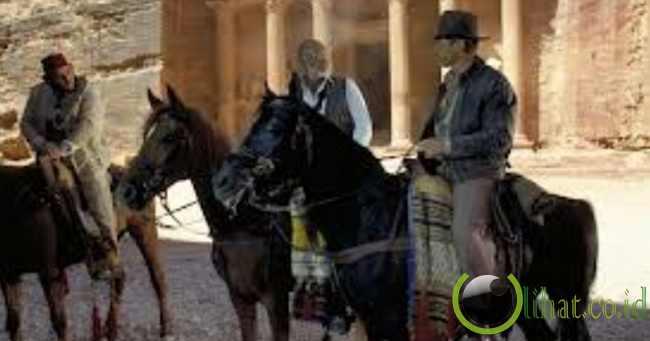 Indiana Jones di depan situs Petra
