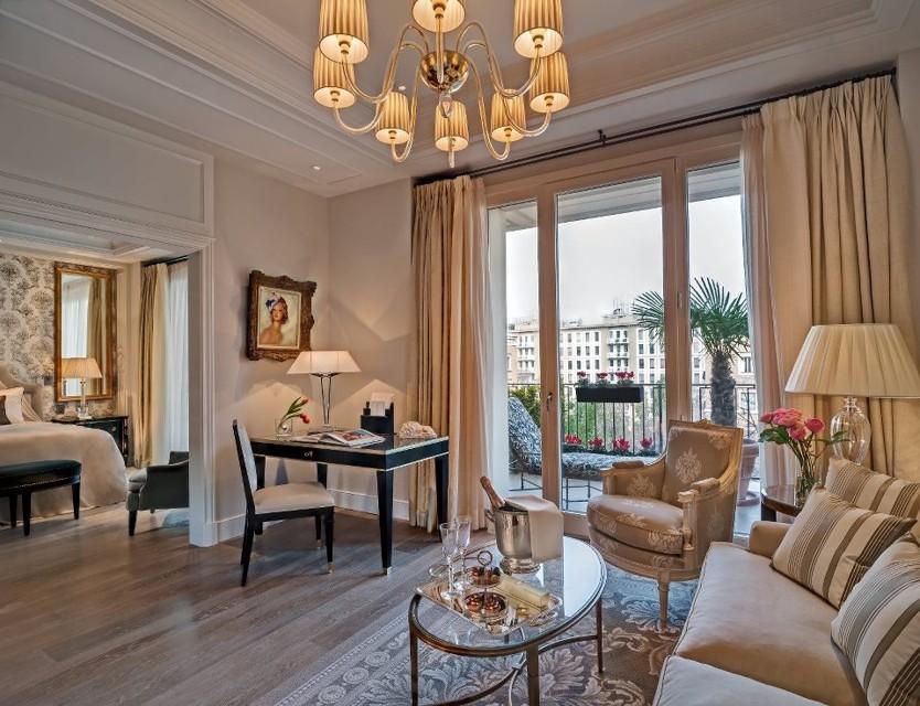 Agenzia omniapress palazzo parigi nuovo hotel di lusso for Parigi hotel design