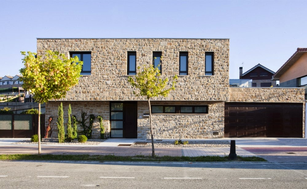 Traditional Family House Made of Sandstone  Project DG in Spain