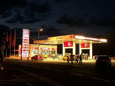 station petrol malam