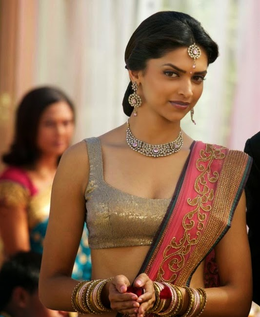 deepika padukone with necklace