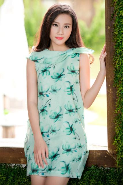 Các bộ đầm sử dụng màu sắc trang nhã, mang phong cách nữ tính, lãng mạn như cảm giác dễ chịu của mùa thu.