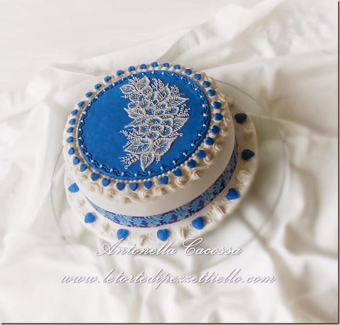 http://www.letortedipezzettiello.com/2013/12/torta-brush-embroidery.html