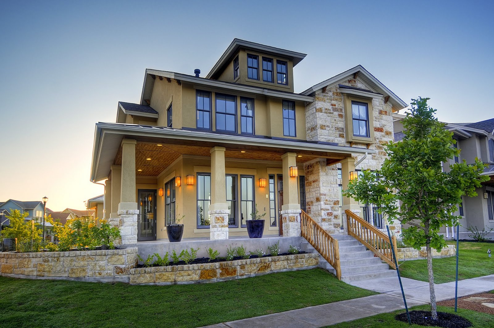 Modern homes designs front views texas home decorating for Small home builders texas