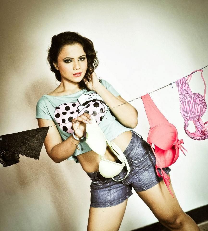Madhuwanthi Liyanage bra shoot