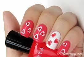 decoração Nails com coração rosa e vermelhos