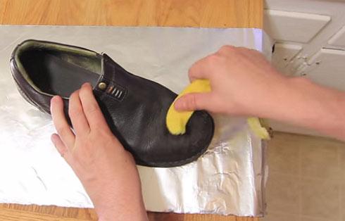 Cara Mudah Membersihkan Peralatan Rumah Menggunakan Kulit Pisang
