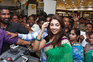 Actress Richa Gangopadhyay Pictures in Saree at Vijayawada Central Launch  0004