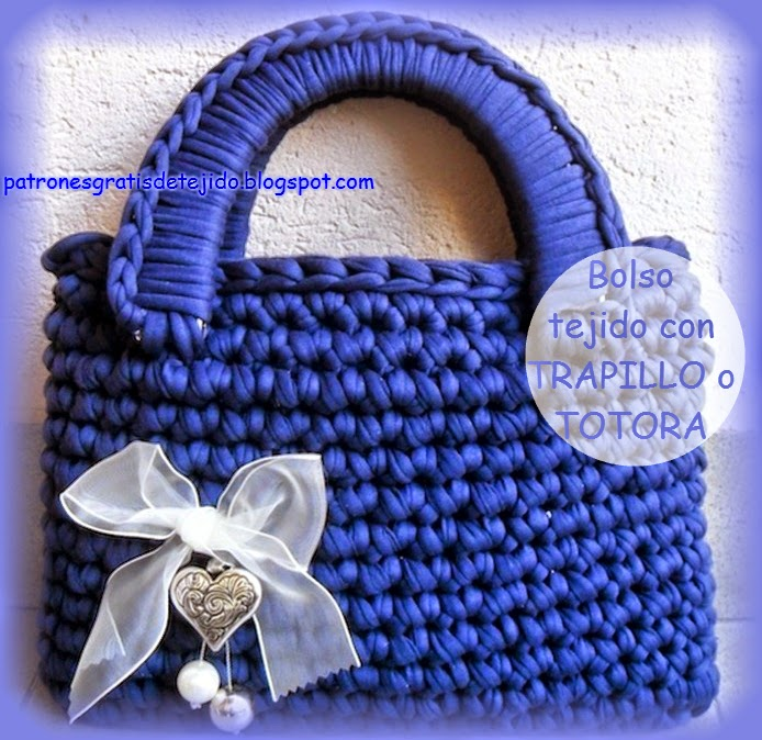 Encantadores bolsos realizados con trapillo o totora