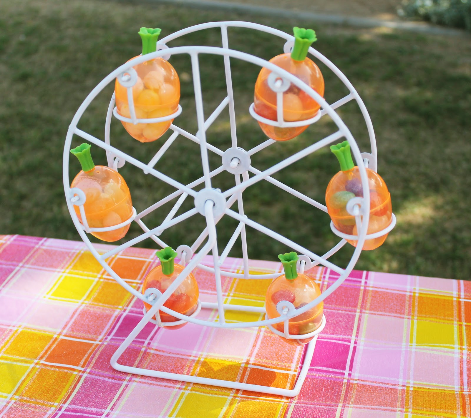 Egg Ferris Wheel for Easter Decoration | Smart Home Ideas