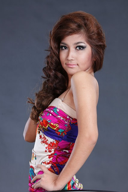 Maw Phu Maung sexy in dress fashion