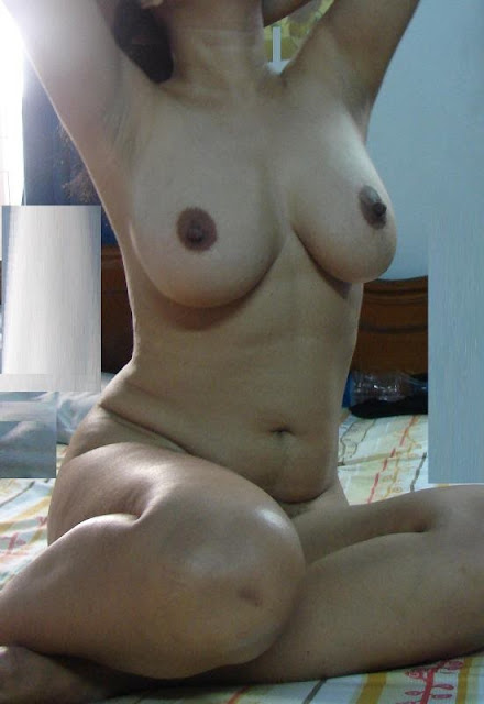 North Indian Chubby Babe Showing Big Boobs And Pussy Pics indianudesi.com