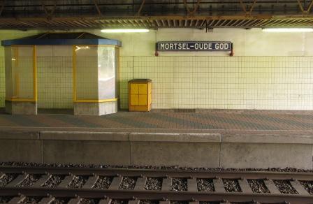 Video d'un tren amb portes obertes a Bèlgica Mortsel%2BOude%2BGod