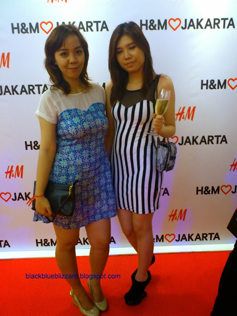 H&M , HM, HM dress, black white dress, stripe dress,bodycon dress, fashion blogger, HM Indonesia, HM Gandaria City