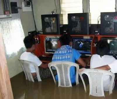 Banjir Bukan Halangan Buat Maniac Gamers