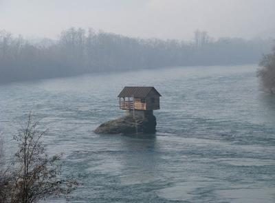 Misteri Rumah Tengah Sungai Terjawab