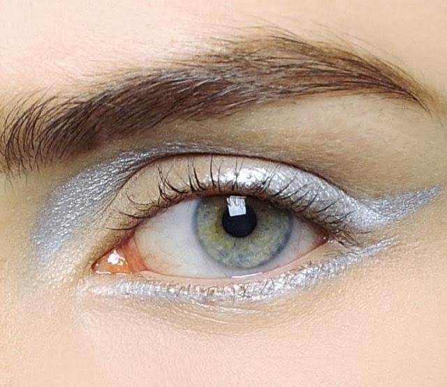 Tendance eye liner argent