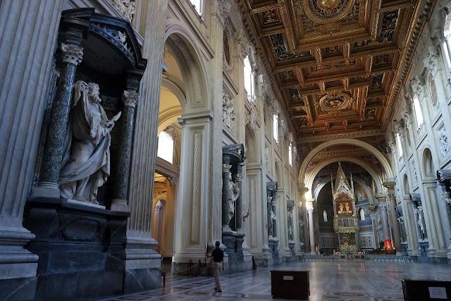 Roma, San Giovanni, Basilique Saint-Jean-de-Latran, Vlog, Roadtrip, voyage, Romain, marbre, mosaique, plafond, Piazza di San Giovann, Italie, vacance, blog,