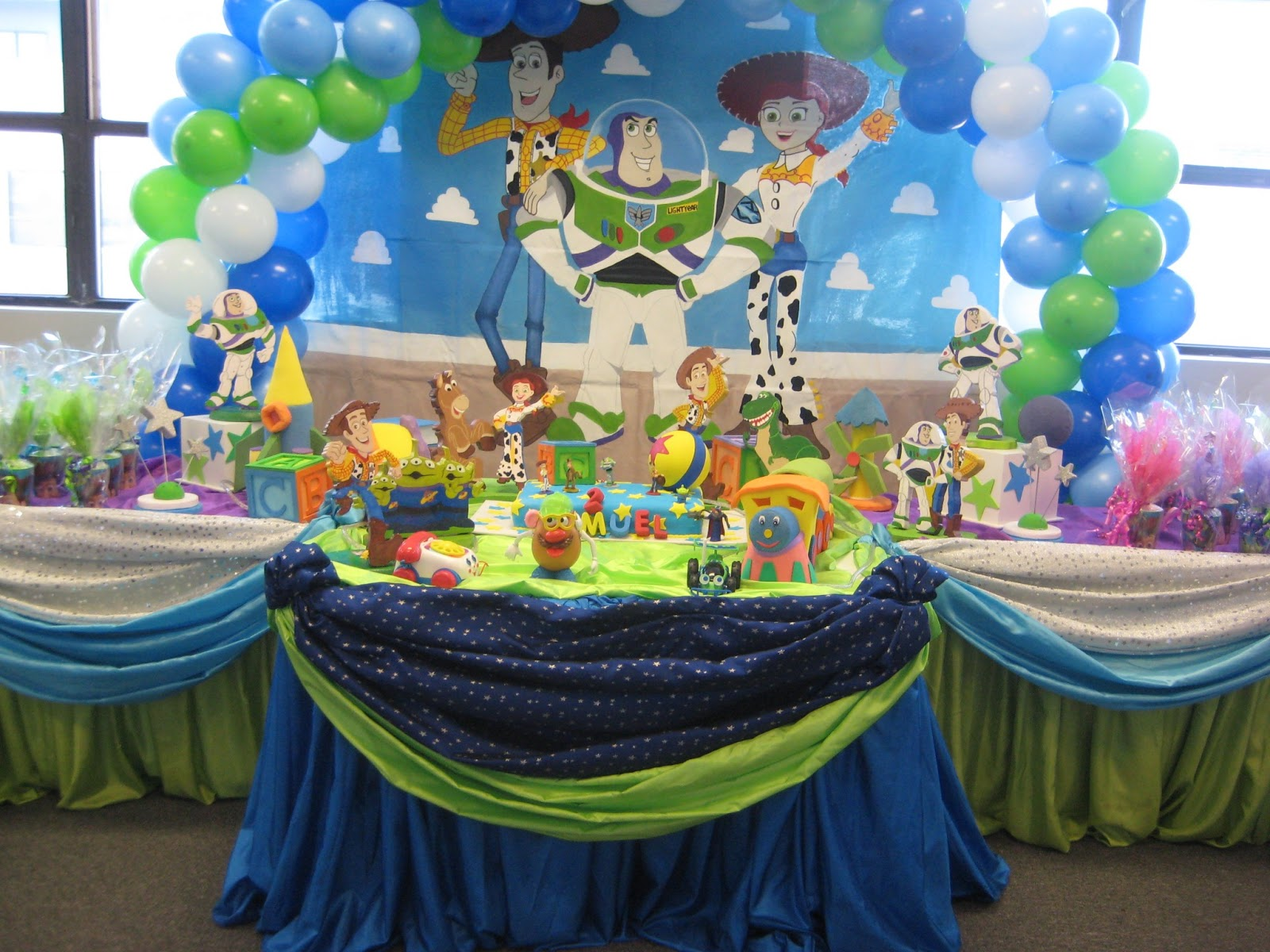 Word of mouth lend me your ear party planning 101 don for Balloon decoration for birthday boy