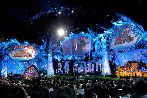 Unemployed but empowered 2011 mtv movie awards the set for Movie set design