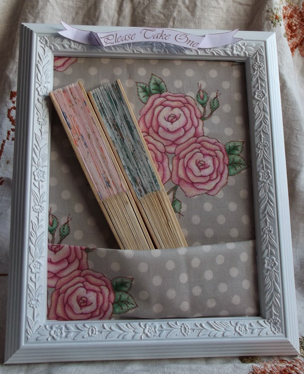 fans pocket roses frame wedding idea