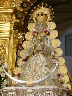 La Virgen del Rocio en su trono procesional.