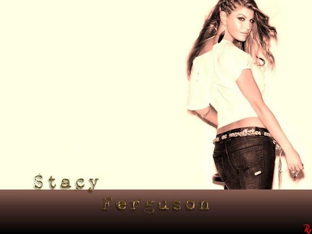Stacy Ferguson sexy in jean & T-shirt