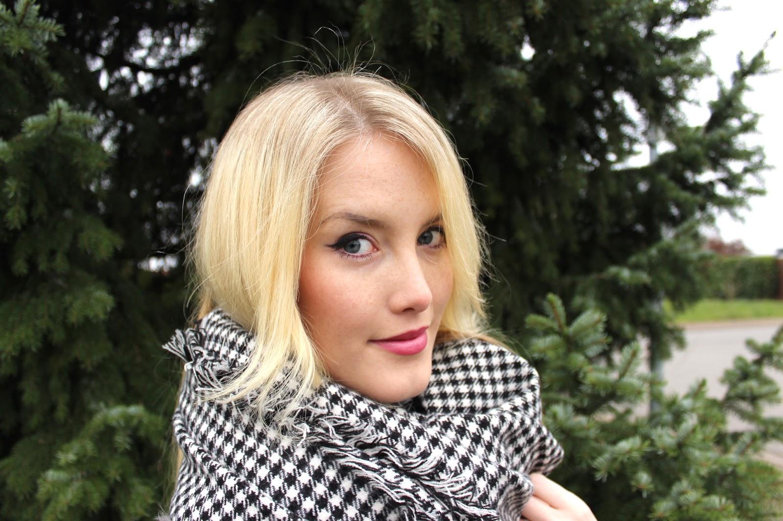 TheBlondeLion Closeup Makeup Beneft Alverde MAC Oxygenwow Makeuproutine Winter