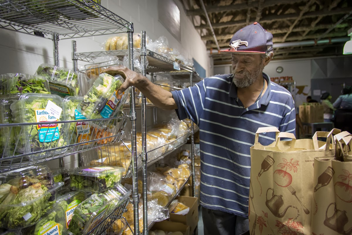 How is the government shutdown affecting food assistance for Maillesac housse