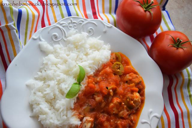 Kurczak w sosie pomidorowym z oliwkami
