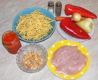 ingrediente pentru o mancare chinezeasca reusita, retete culinare, cum se face mancarea chinezeasca, piept de pui pentru mancare chinezeasca, legume pentru mancare chinezeasca, taitei pentru mancare chinezeasca, mancare din bucataria chineza preparare,