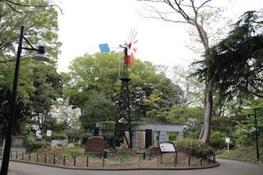 領事館跡と風車