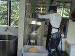 Proses produksi di Rumah Tempe Indonesia