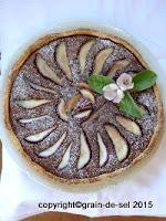 http://salzkorn.blogspot.fr/2011/10/tarte-aux-poires-cardamom-et-chocolat.html