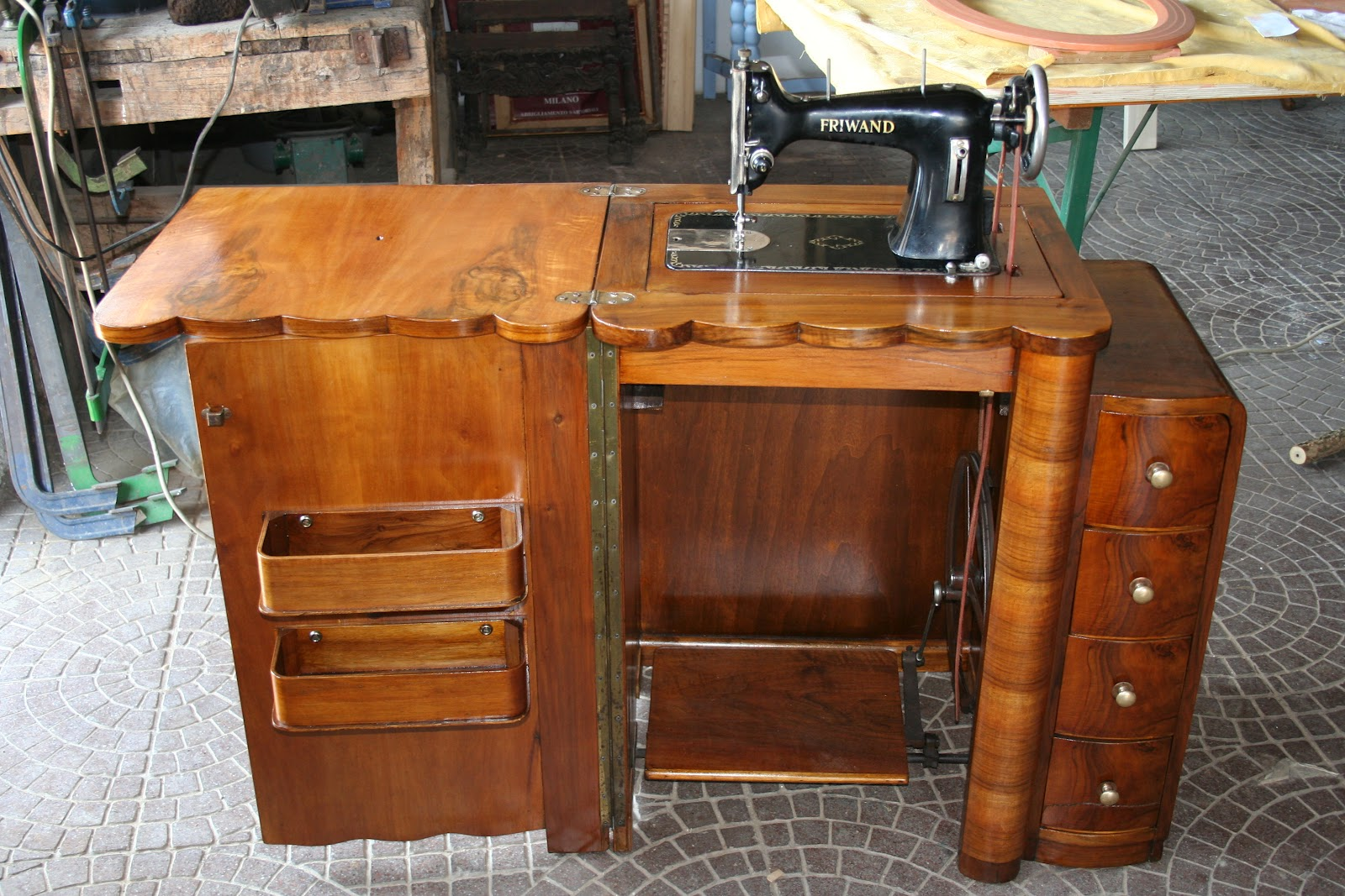 Caratteri mobili macchina da cucire restaurata - Mobili per macchine da cucire ...