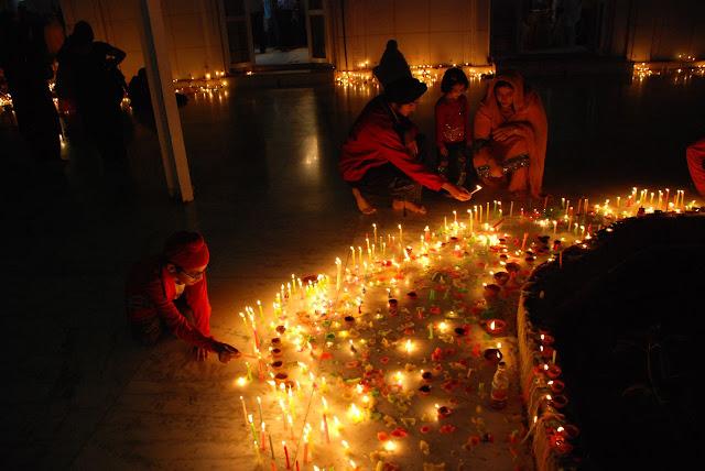 Festival hindu das luzes conhecido também por Tihar ou Diwali