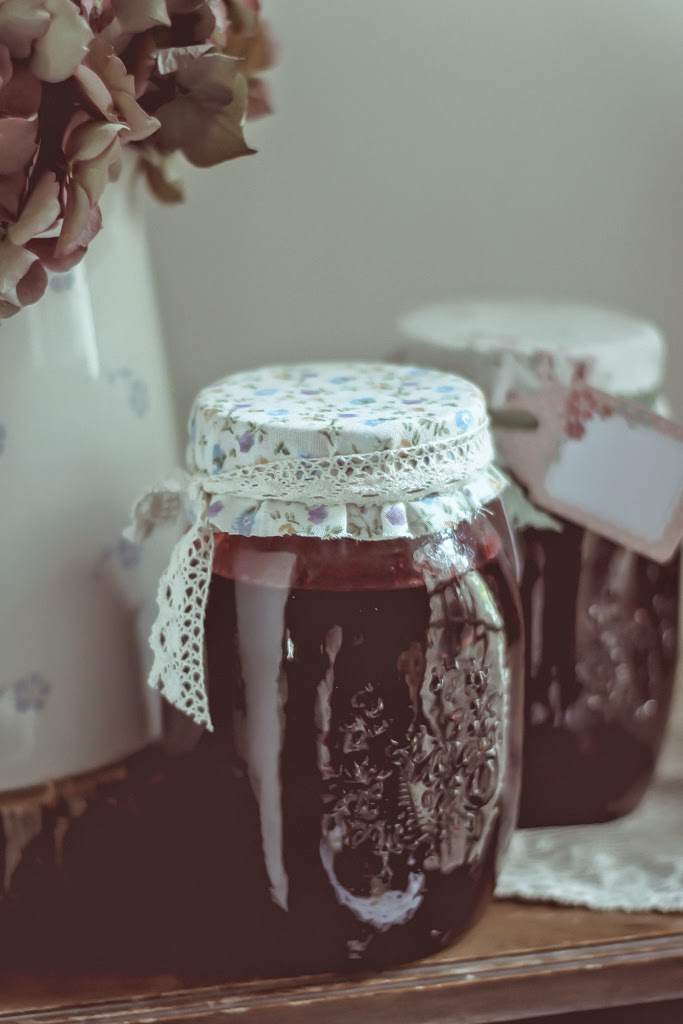 How to make homemade jam.