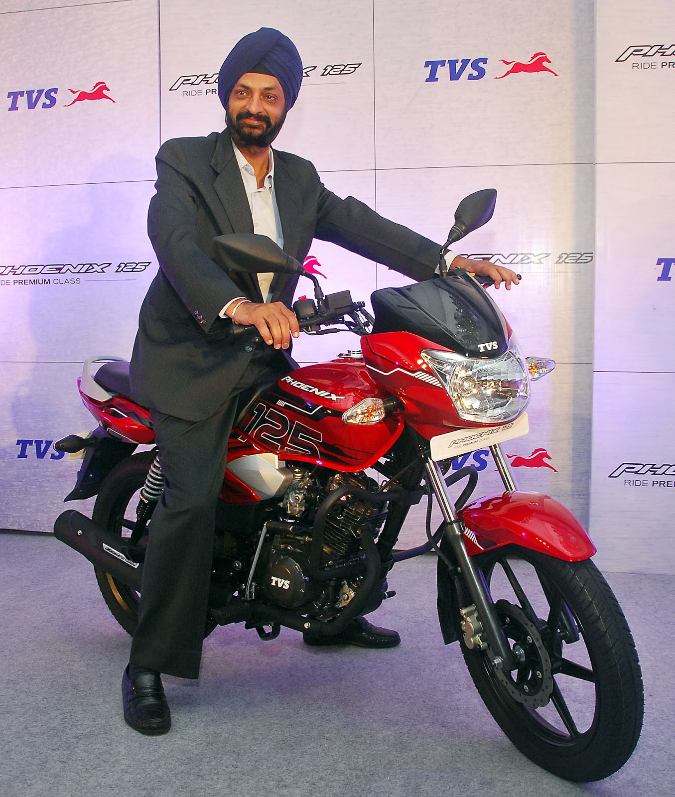 Tvs motor company launched its premium executive deluxe 125cc motorcycle tvs phoenix 125 here today dubbed by the company to be one of the most