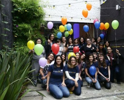 Iana Chan e Luciana Fernandes, à frente, durante workshop promovido em parceria com a Rodada Hacker