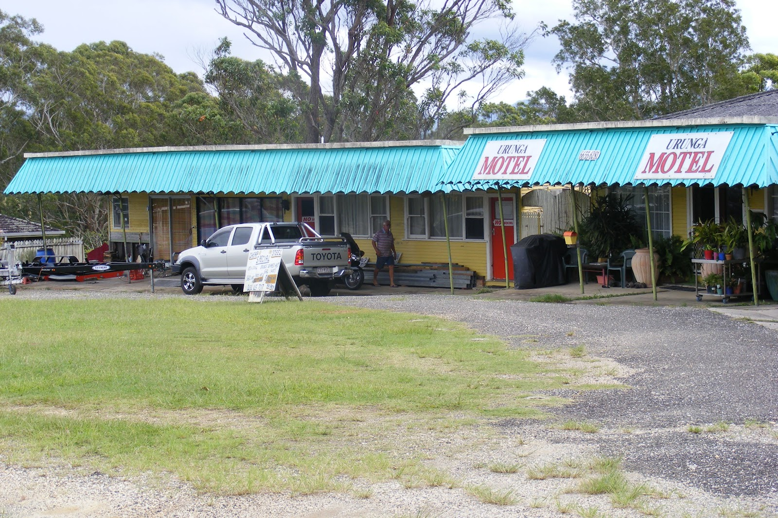 Urunga Australia  city photos gallery : it's not often that you find three of the ugliest motels in Australia ...