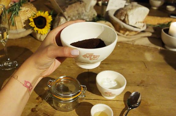 Cách làm trắng da bằng cà phê và mật ong