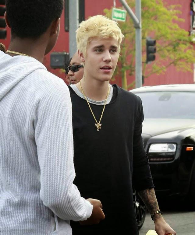 Justin Bieber ahora es completamente rubio