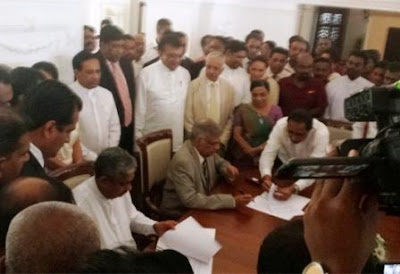Sarath Fonseka Joins Forces With Ranil Wickremesinghe