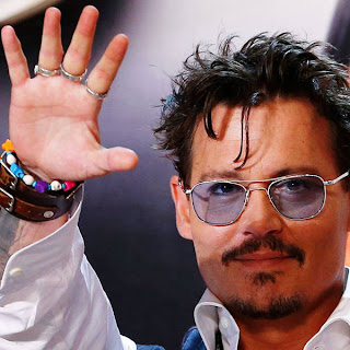 Johnny-Depp-waves-to-fans-during-the-Japanese-premiere-of-The-Lone-Ranger-in-Tokyo-on-July-17-2013-