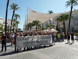De la Concentración ante el Ayuntamiento de Cádiz por la Readmisión de Marisa Iglesias en Eléctrica