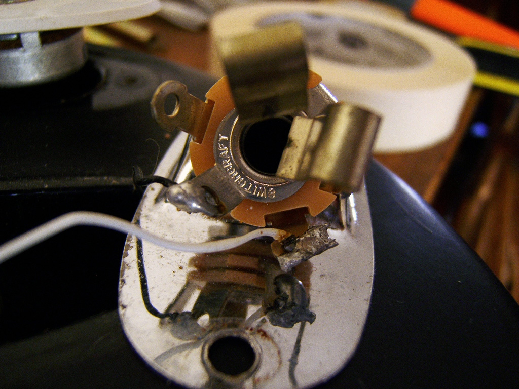 joe giampaoli shielding a strat guitar to eliminate hum and emi noise when i took out the input jack i was surprised to see such a messy ering job be someone has tinkered this guitar before and did a terrible