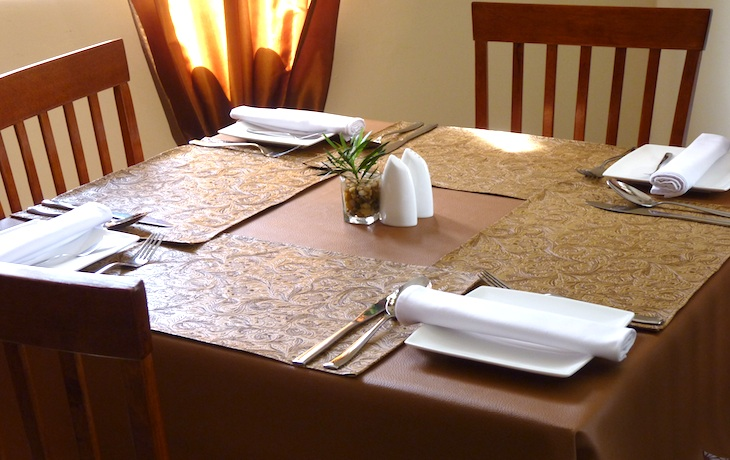Gallery for gt simple restaurant table setting